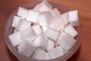A stevia por, cseppek és tabletta előnyei a cukorral szemben